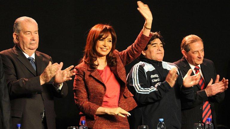 En 2009, Cristina Kirchner, Grondona y Maradona: presentación del FPT